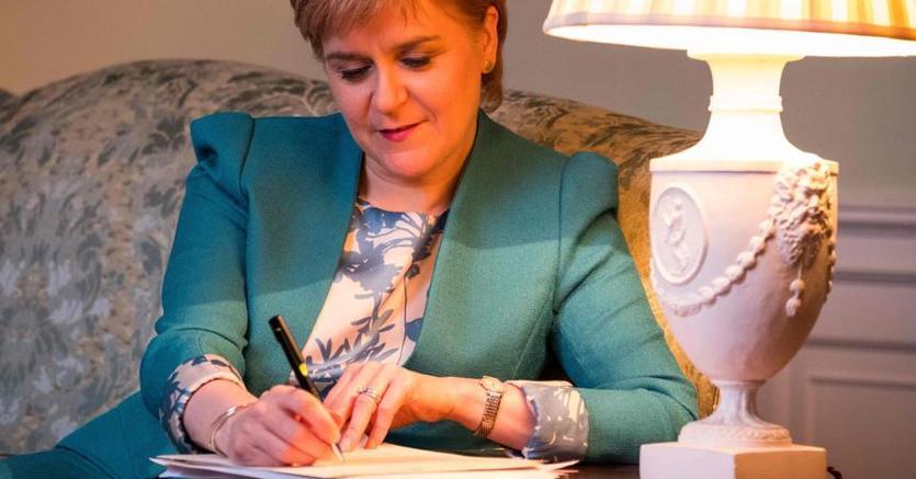 Scozia, il parlamento: sì a nuovo referendum per indipendenza